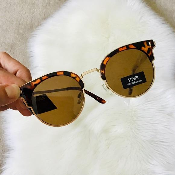 1d6fb9fbac10 Steve Madden Accessories   Clubmaster Sunglasses   Poshmark